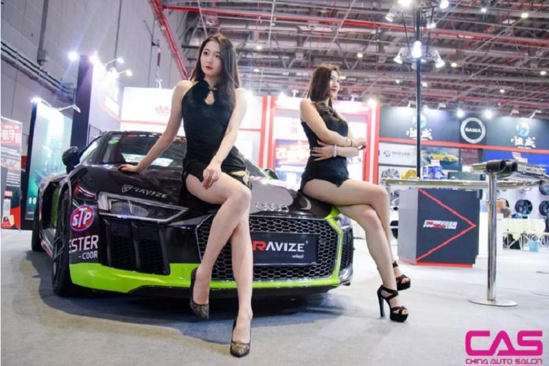 上海CAS改装车展上的美女图片(www.828i.com)